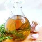 20150619-044630-rosemary-garlic-oil-5-520x347
